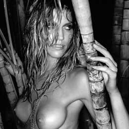 Tricia Helfer nahá