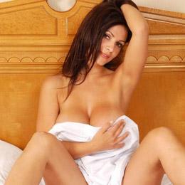 Denise Milani nahá