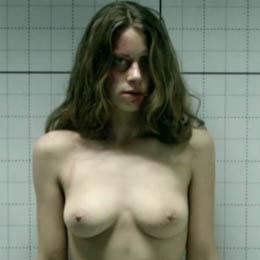 Alice Dwyer nahá