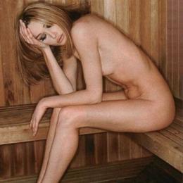 Carla Bruni nahá