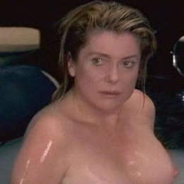 Catherine Deneuve nahá