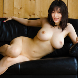 Anna Konno nahá