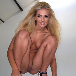 Sasha Saveleva nahá