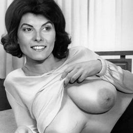 Adrienne Barbeau nahá