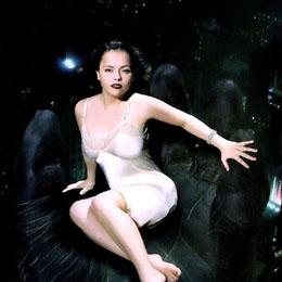 Christina Ricci nahá