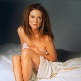 Julianne Moore nahá
