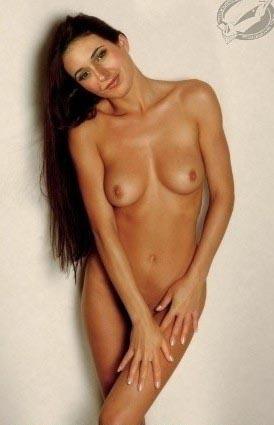 Emmanuelle Chriqui nahá. Foto - 1