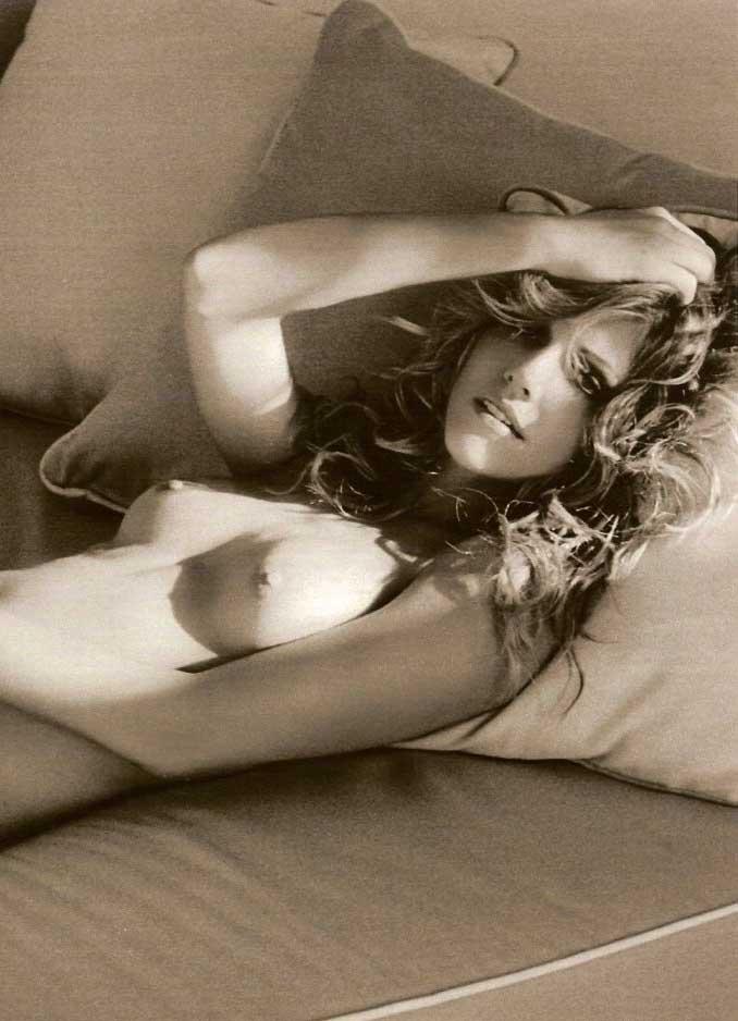 Tricia Helfer nahá. Foto - 7