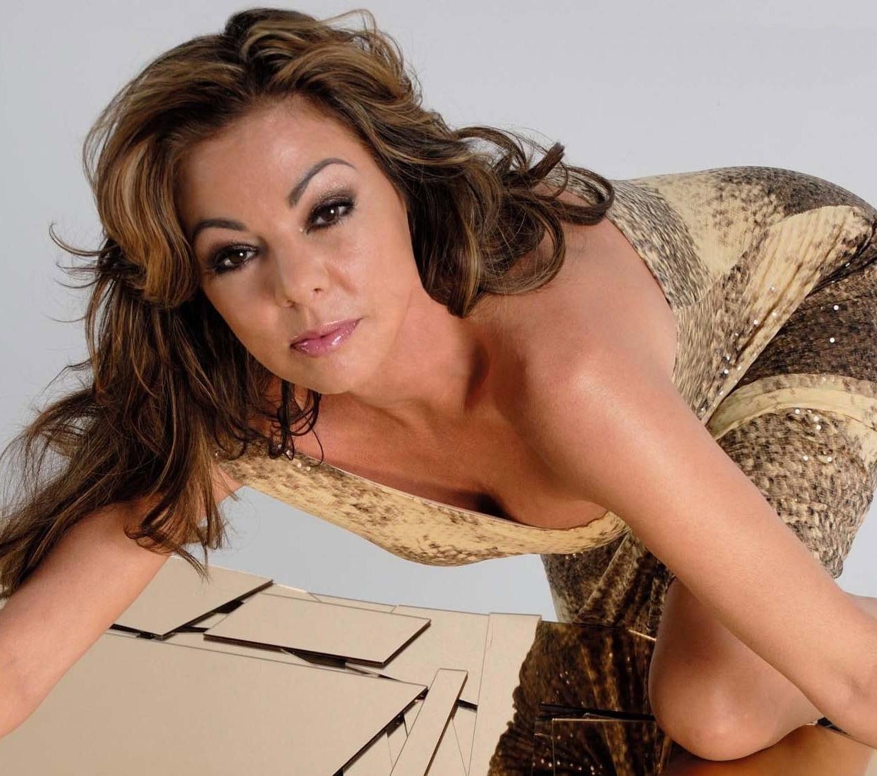 Sandra nahá. Foto - 1