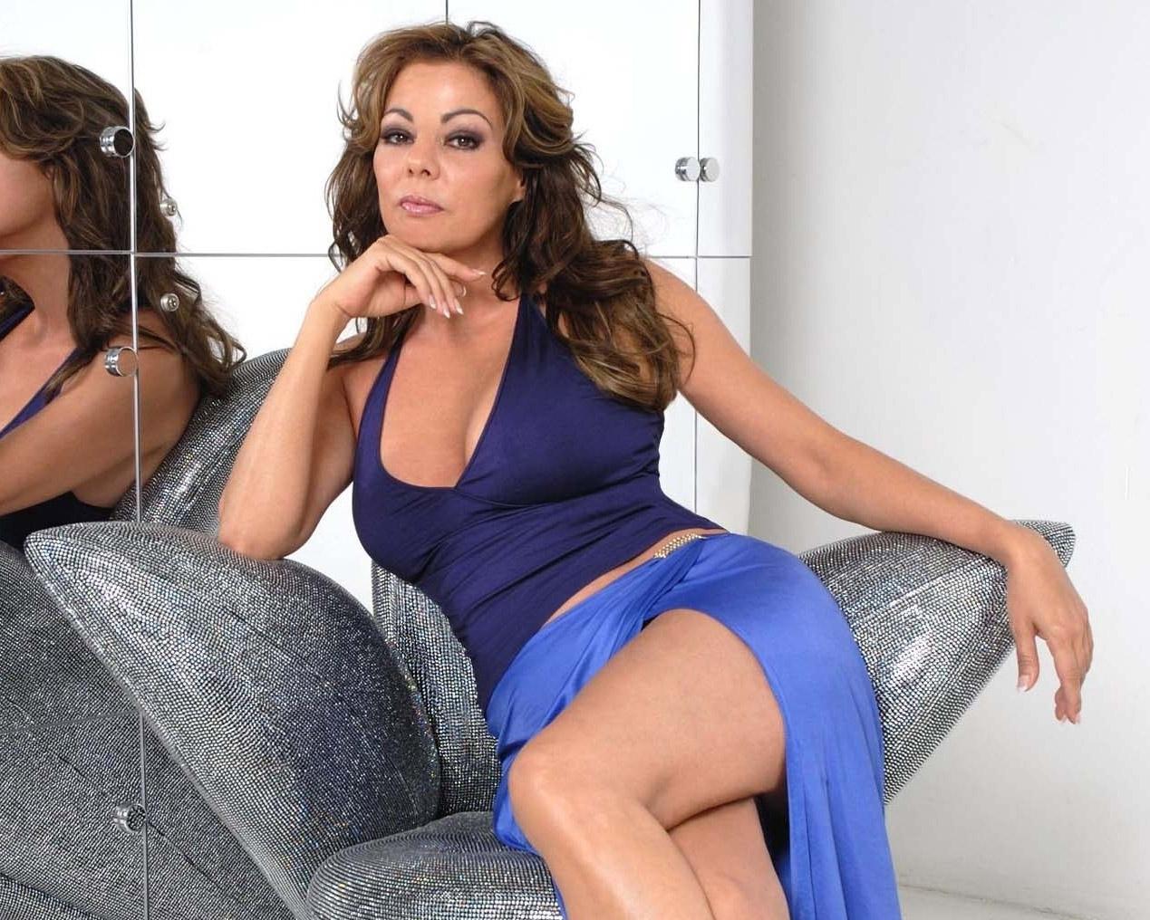 Sandra nahá. Foto - 2