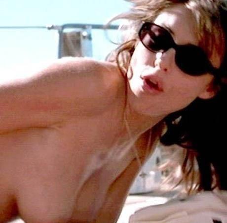 Elizabeth Hurley  nackt