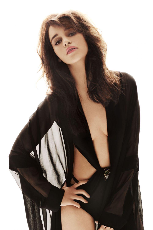 Emilia Clarke nahá. Foto - 2