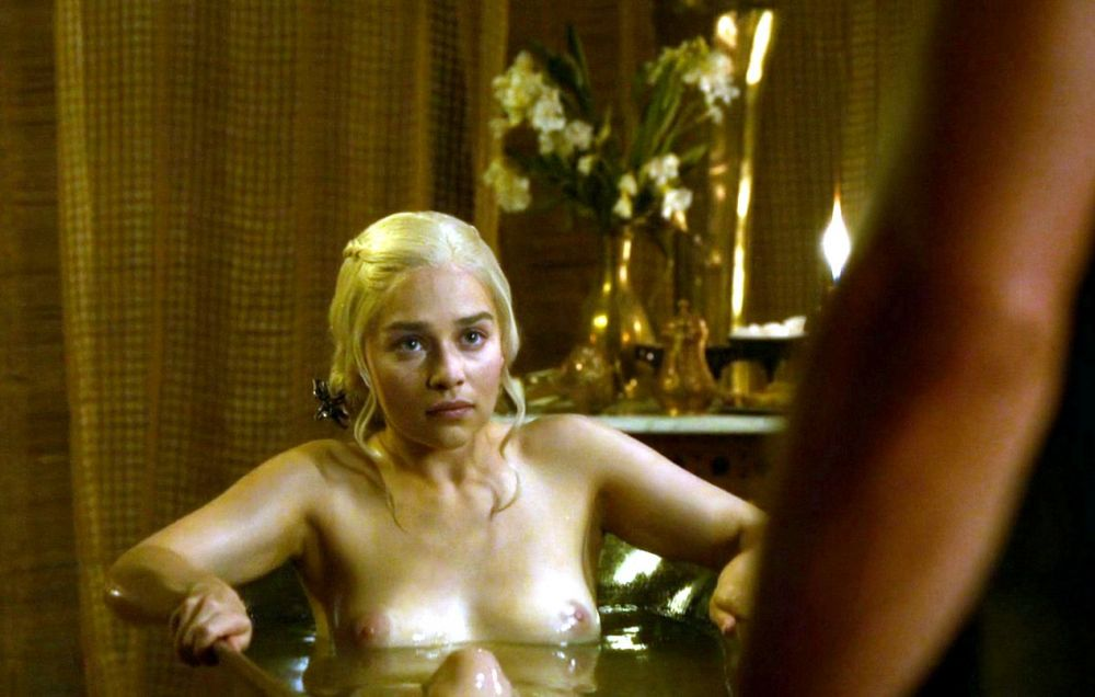 Emilia Clarke nahá. Foto - 3