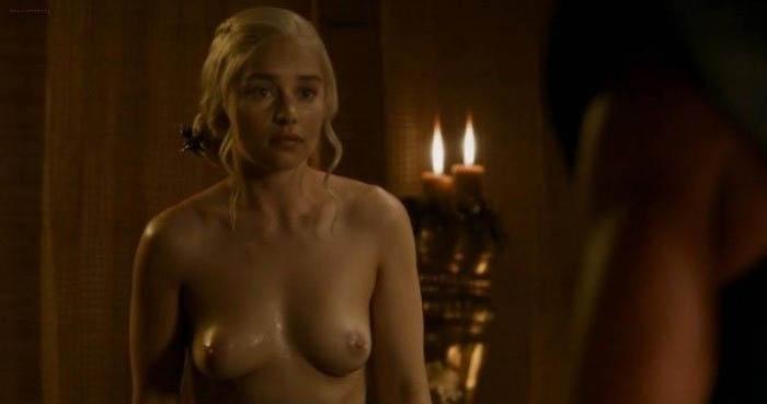 Emilia Clarke nahá. Foto - 6
