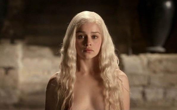 Emilia Clarke nahá. Foto - 7