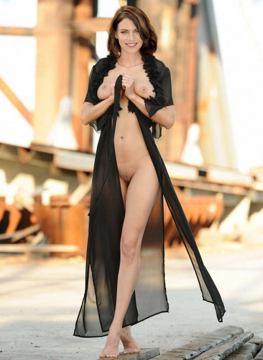 Lauren Cohan nahá. Foto - 32