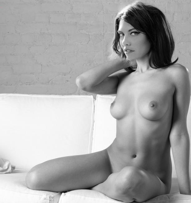 Lauren Cohan nahá. Foto - 40