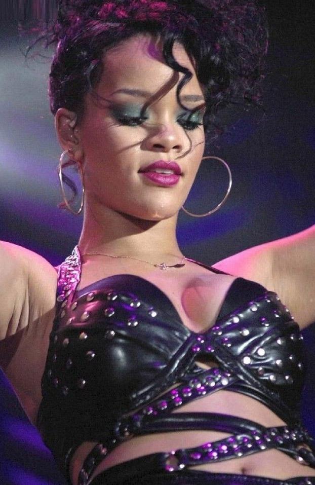 Rihanna nahá. Foto - 2