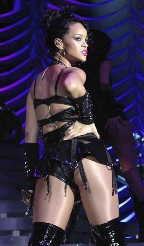 Rihanna nahá. Foto - 3