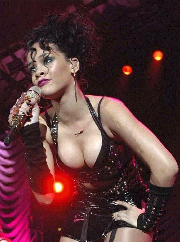 Rihanna nahá. Foto - 4