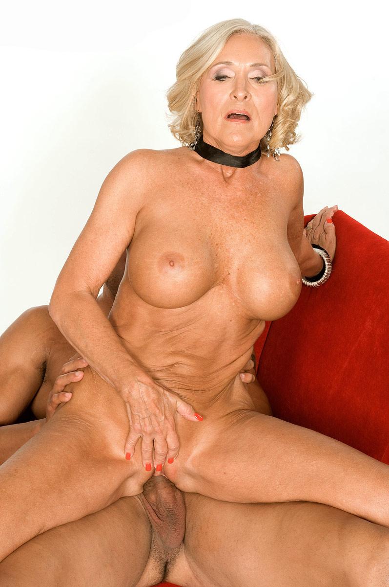 Mature & Granny porn photos. Gallery № 48. Photo - 11