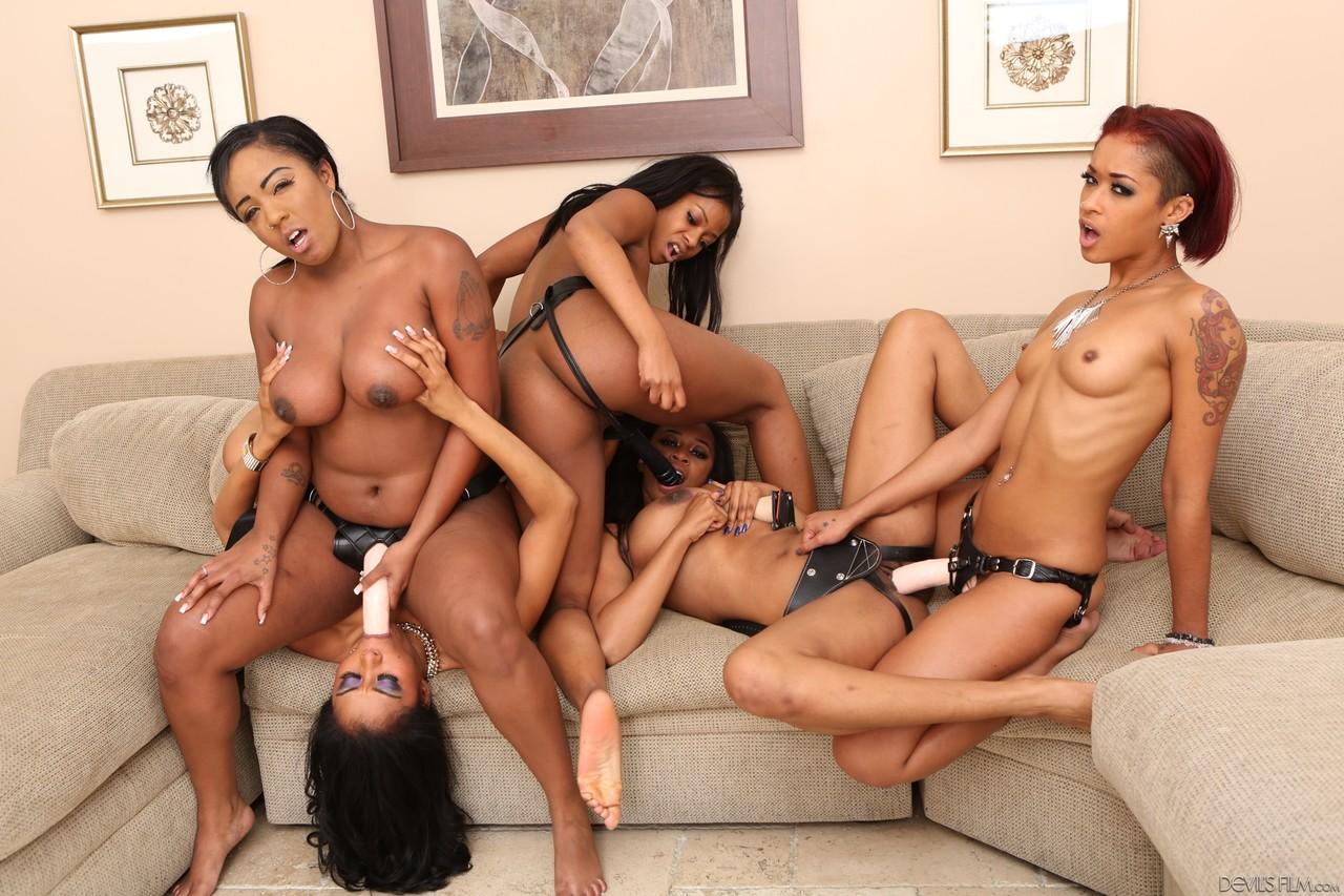 Lesbians porn photos. Gallery № 1408. Photo - 17