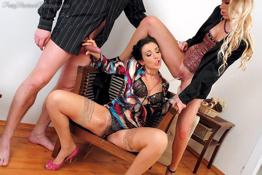 Pissing Pornofotos. Galerie № 1127. Foto - 3