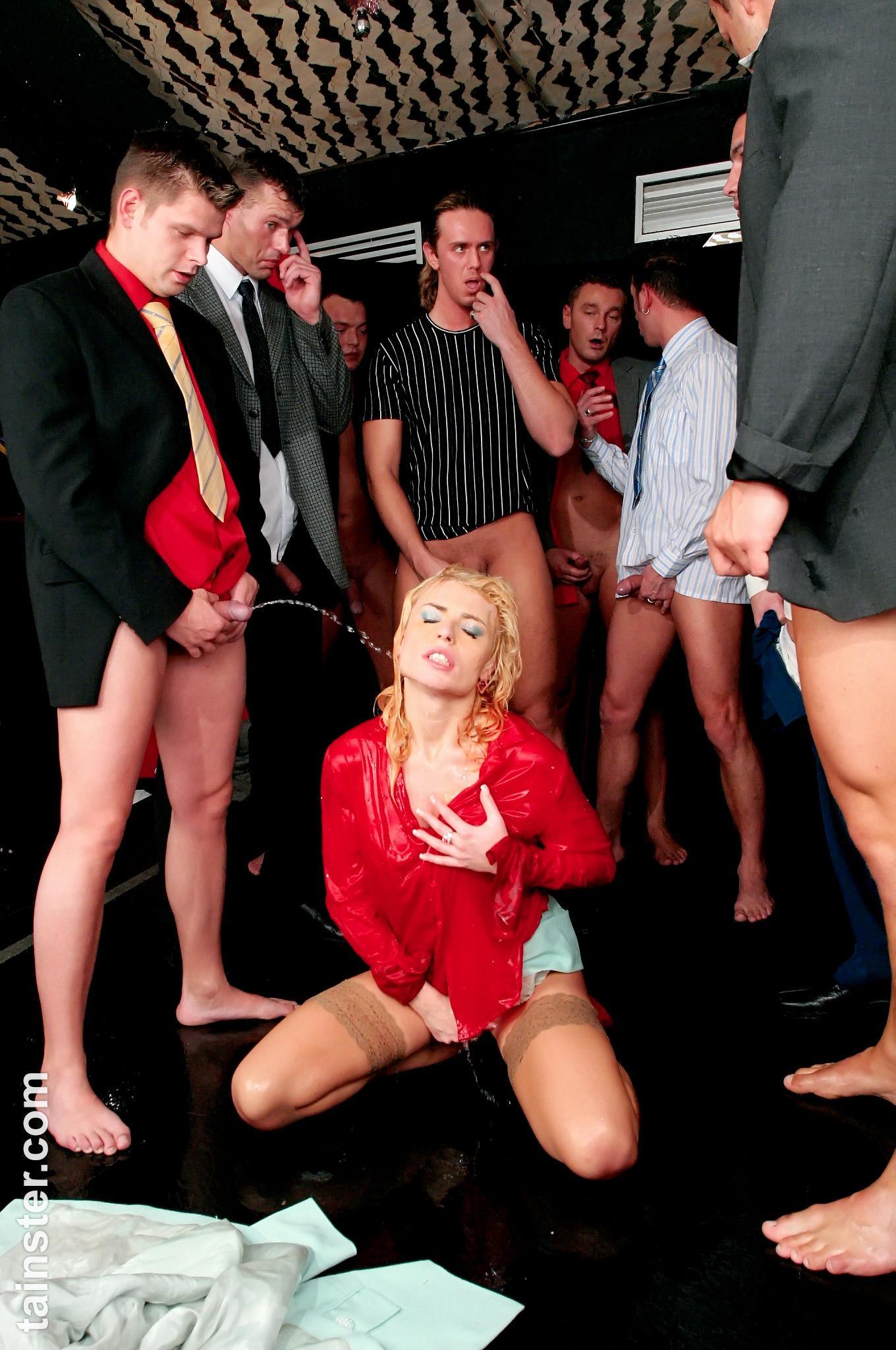Pissing Pornofotos. Galerie № 1129. Foto - 15