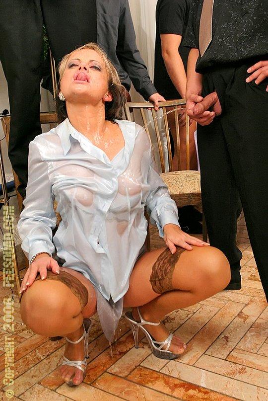 Pissing Pornofotos. Galerie № 1133. Foto - 16
