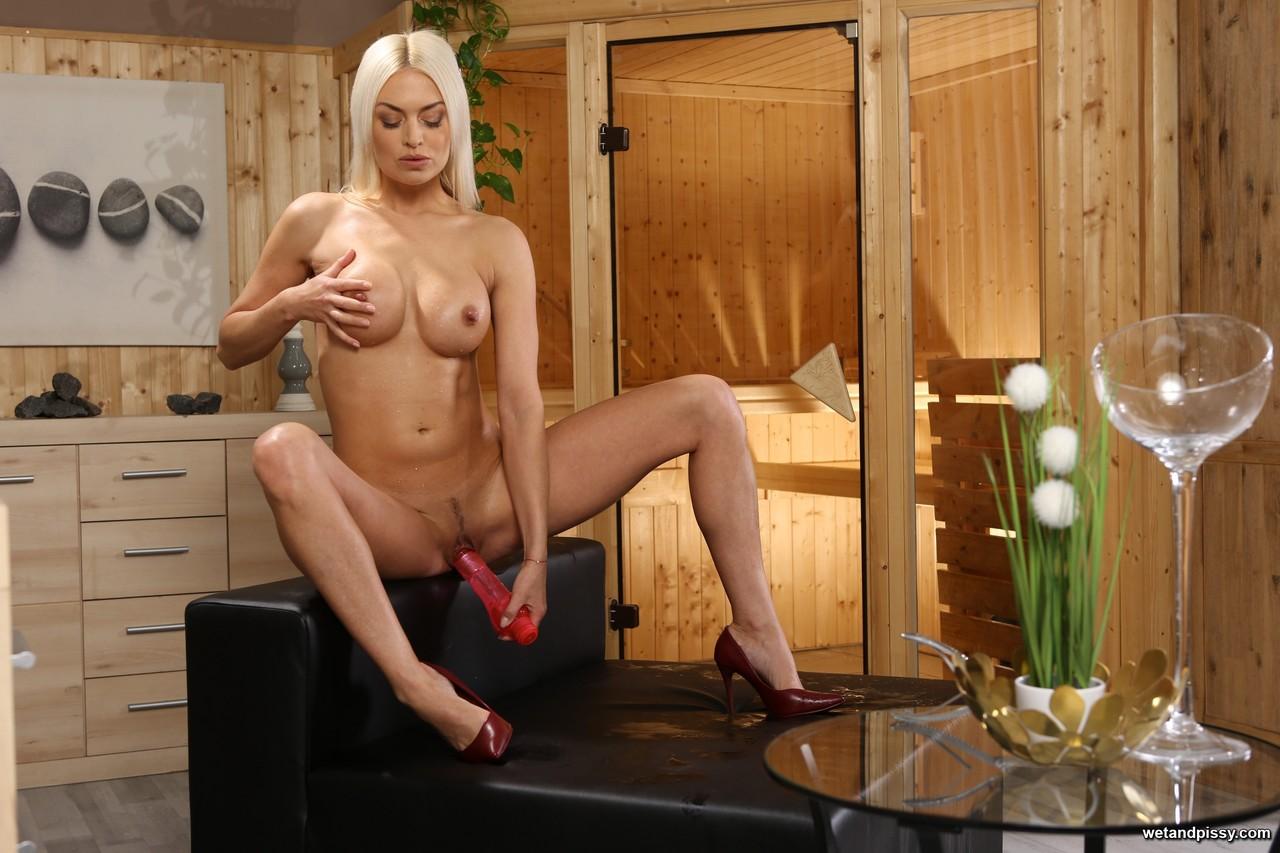 Pissing porn photos. Gallery № 1246. Photo - 17