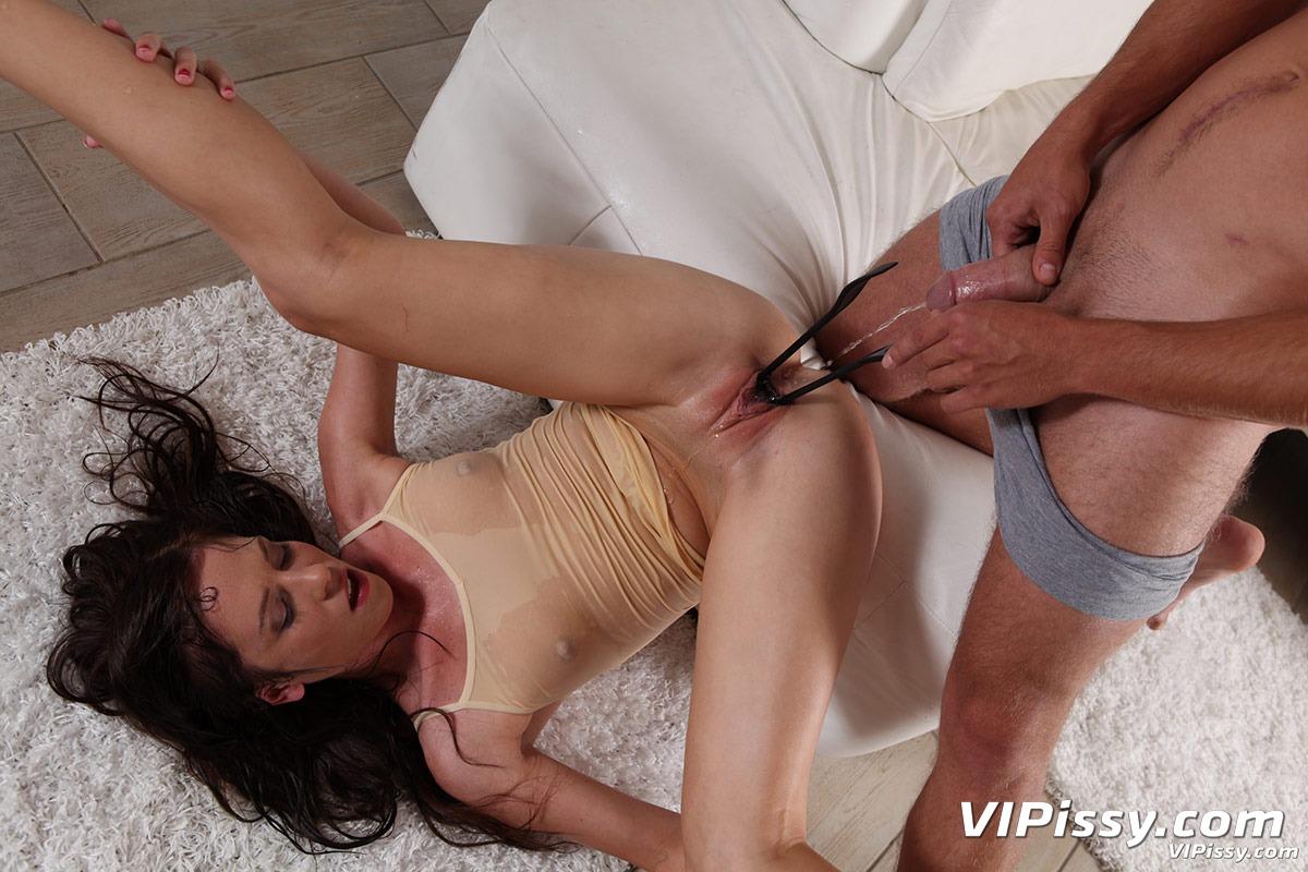 Pissing porn photos. Gallery № 422. Photo - 10