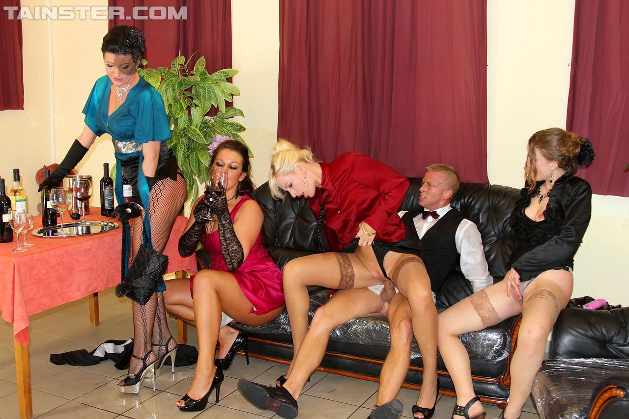 Pissing Pornofotos. Galerie № 430. Foto - 2