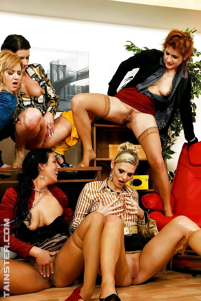 Pissing Pornofotos. Galerie № 433. Foto - 12