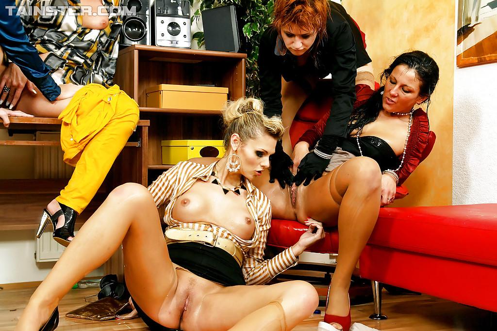 Pissing Pornofotos. Galerie № 433. Foto - 13