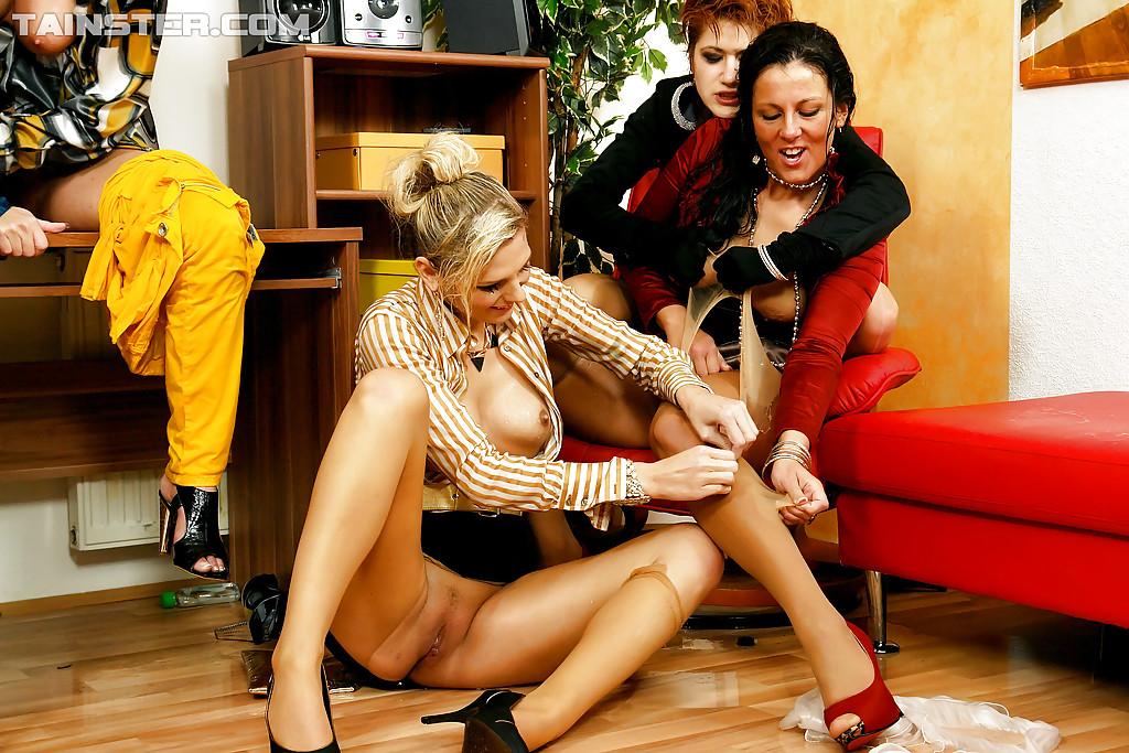 Pissing Pornofotos. Galerie № 433. Foto - 14