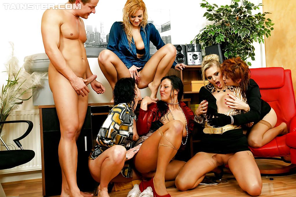 Pissing Pornofotos. Galerie № 433. Foto - 16