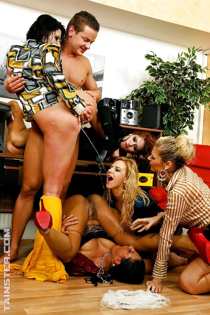Pissing Pornofotos. Galerie № 433. Foto - 6