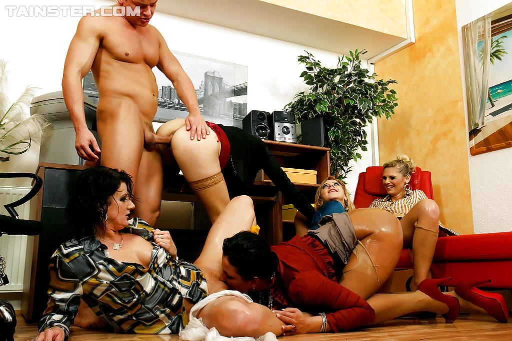 Pissing Pornofotos. Galerie № 433. Foto - 8