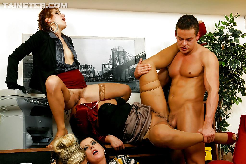 Pissing Pornofotos. Galerie № 433. Foto - 9