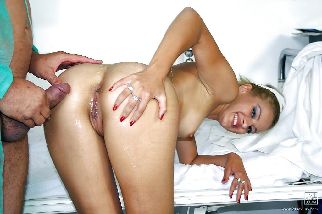 Pissing porn photos. Gallery № 436. Photo - 11