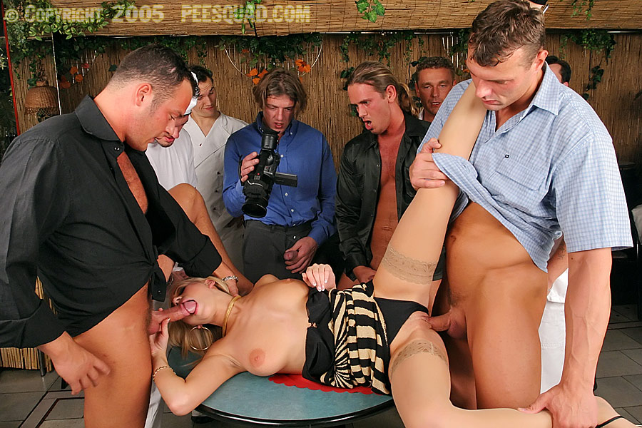 Pissing Pornofotos. Galerie № 441. Foto - 4