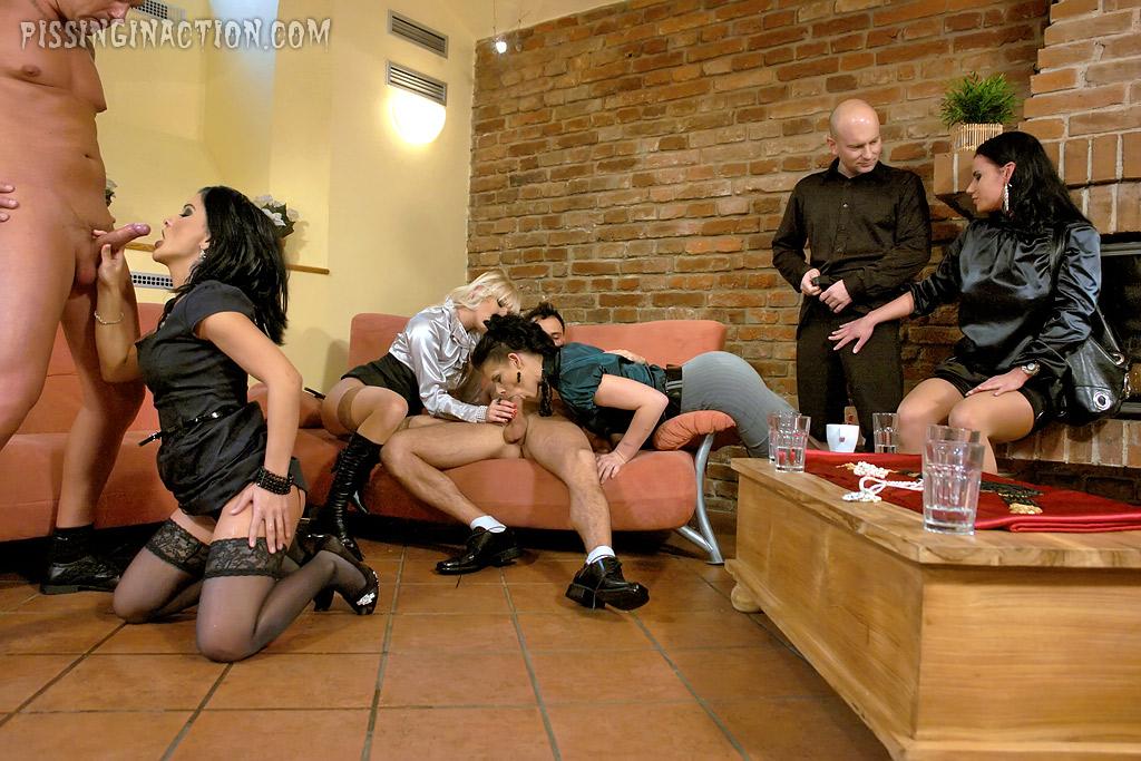 Pissing porn photos. Gallery № 447. Photo - 5
