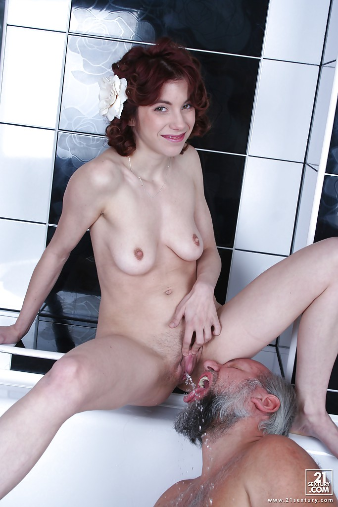 Pissing porn photos. Gallery № 448. Photo - 8