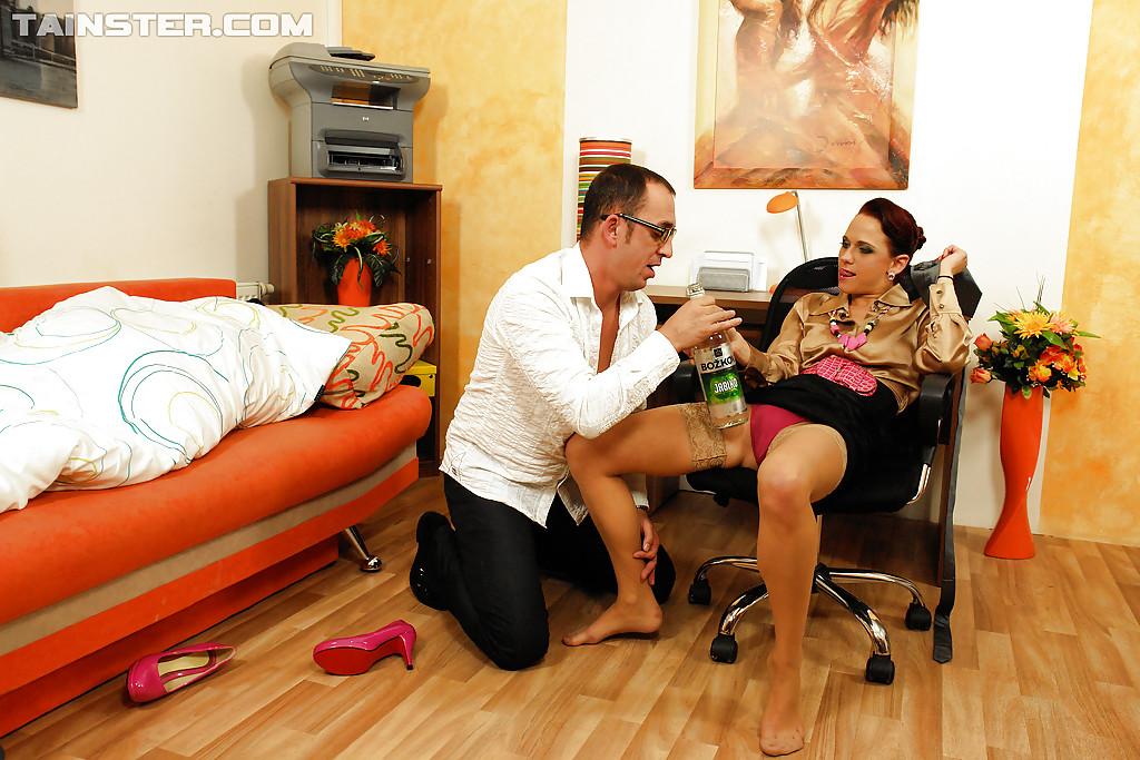 Pissing porn photos. Gallery № 487. Photo - 2