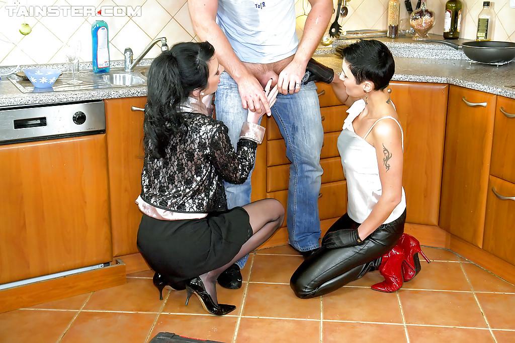 Pissing Pornofotos. Galerie № 742. Foto - 2