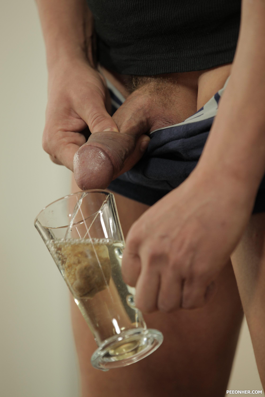 Pissing Pornofotos. Galerie № 869. Foto - 3