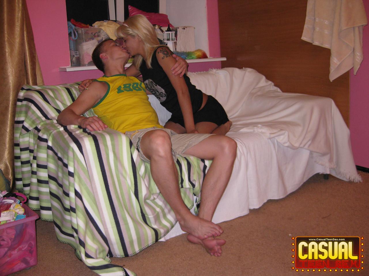 Young porn photos. Gallery № 1385. Photo - 2