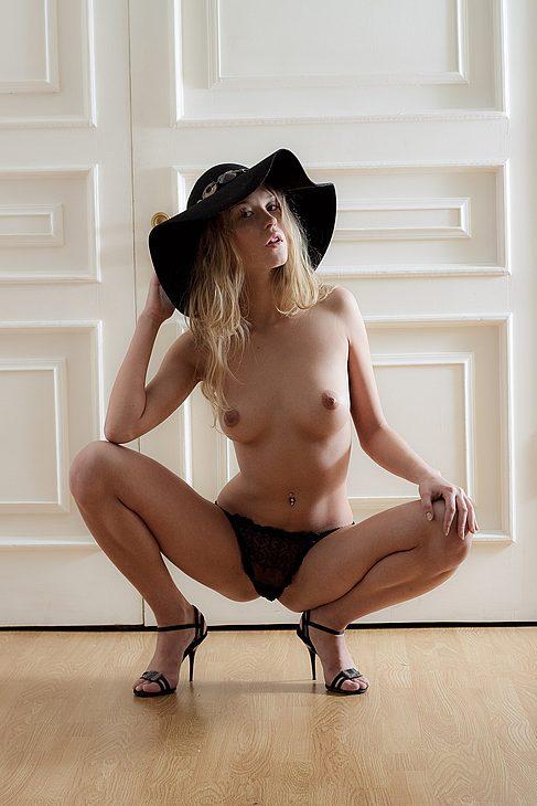 Young porn photos. Gallery № 18. Photo - 4