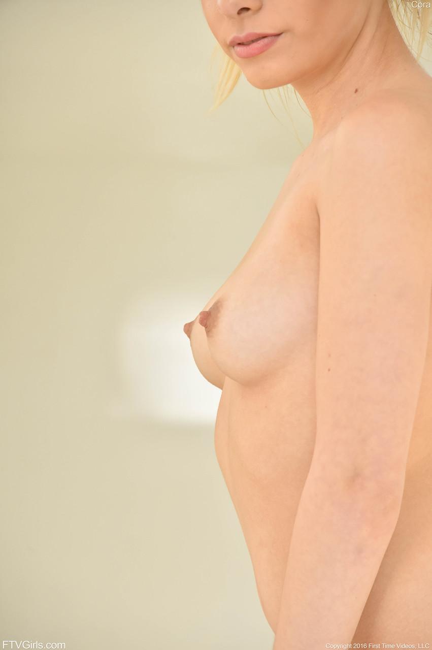 Young porn photos. Gallery № 446. Photo - 17