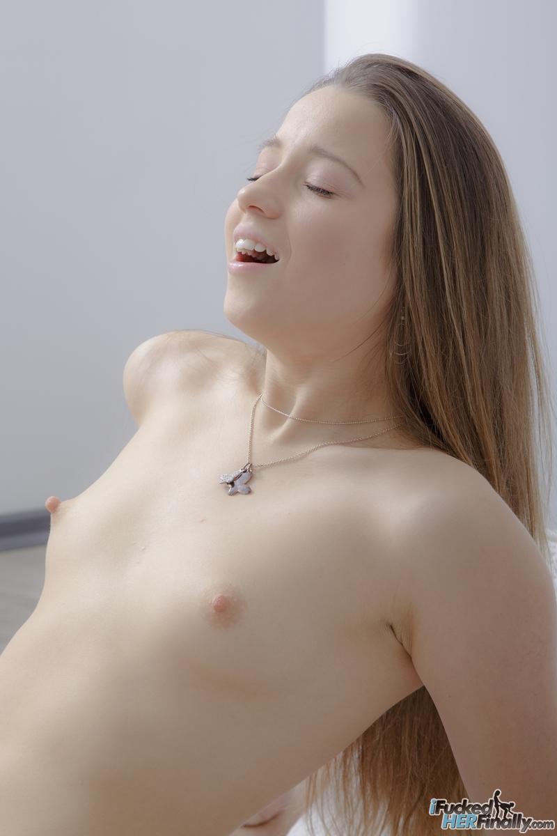 Young porn photos. Gallery № 468. Photo - 12